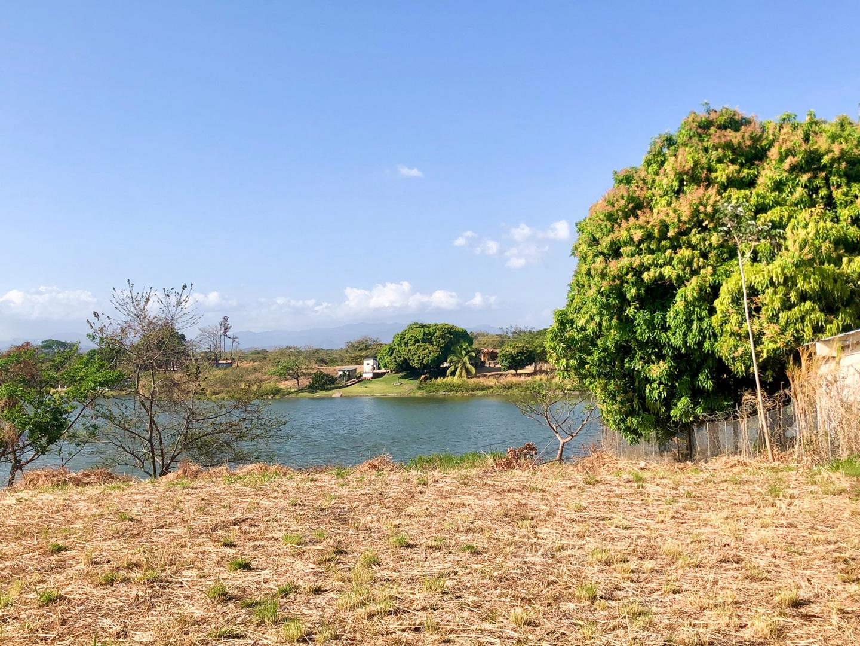 Terreno en Lagomar, Entrando por la Ensenada